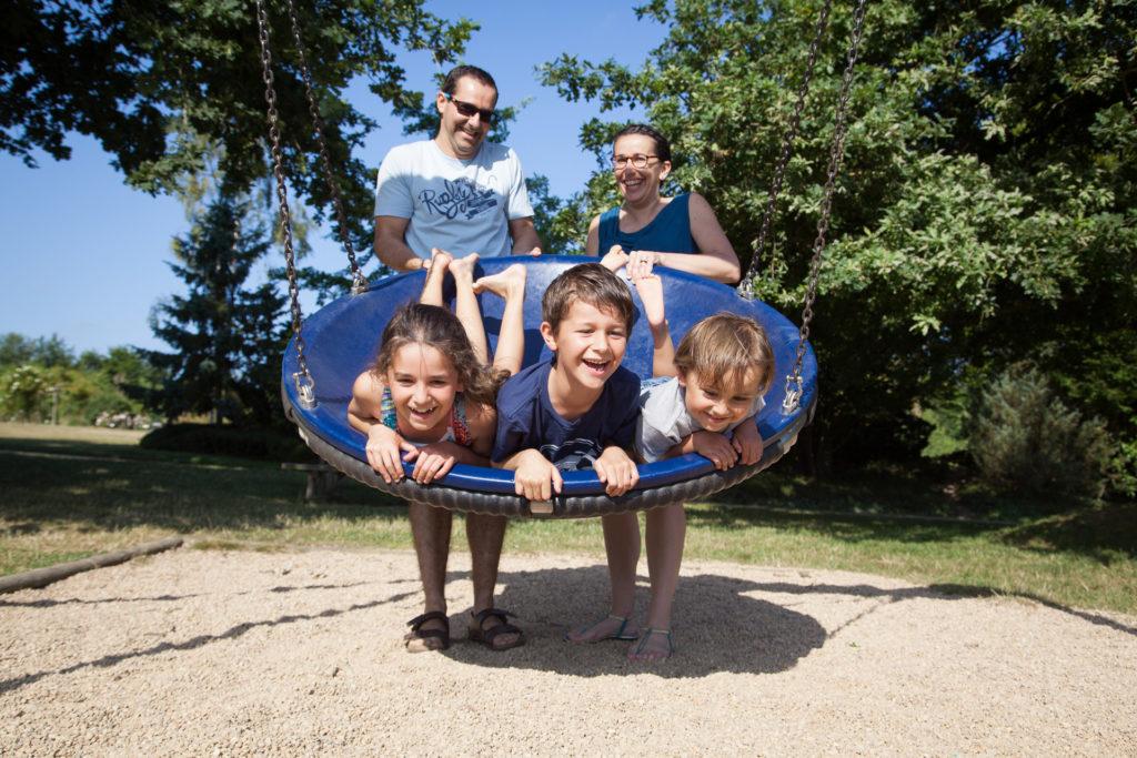 Balançoire enfant et parents